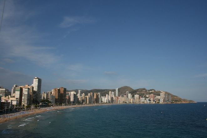 This image has an empty alt attribute; its file name is Alicante_4.jpg